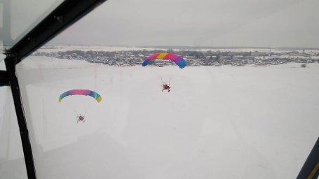 Один зимний день с аэрошютами